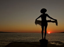 Donna, sciarpa, tramonto, mare 1 Fotografia Stock Libera da Diritti