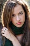 Donna in sciarpa verde Immagini Stock