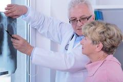 Donna senior con il cancro polmonare Fotografia Stock Libera da Diritti