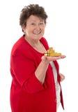 Donna senior isolata con la verga d'oro: concetto per la pensione e immagini stock