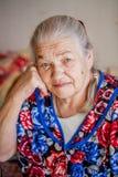 Donna senior pensierosa e preoccupata Fotografia Stock Libera da Diritti