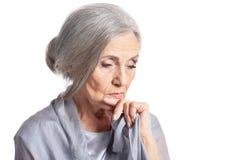 Donna senior triste isolata su fondo bianco Fotografia Stock Libera da Diritti