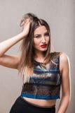 Donna sensuale con capelli sudici Immagine Stock