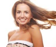 Donna sensuale con i capelli biondi esposti al vento di volo. Fotografia Stock