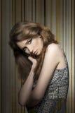 Donna sensuale con il vestito d'annata fotografie stock