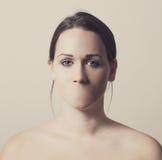 Donna senza bocca fotografie stock