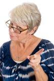 Donna severa che scuote la sua barretta Fotografia Stock Libera da Diritti