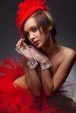 Donna sexy in cappello rosso con il velo netto Fotografia Stock