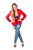 Donna sexy casuale nel sorridere rosso del cappotto Fotografie Stock