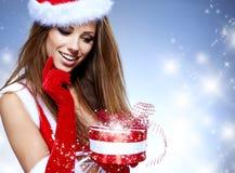 Donna sexy che porta il costume del Babbo Natale Fotografia Stock Libera da Diritti