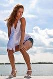 Donna sexy che propone al sole Fotografie Stock Libere da Diritti
