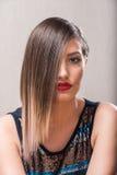 Donna sexy con il ritratto biondo dei capelli del ombre Immagini Stock