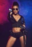 Donna sexy con l'uniforme della polizia Immagini Stock