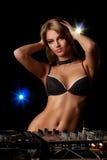 Donna sexy del DJ dei giovani in biancheria Immagini Stock