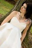 Donna sexy del tatuaggio in vestito nuziale fotografie stock libere da diritti