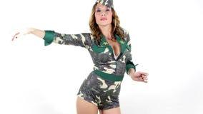 Donna sexy dell'esercito stock footage
