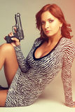 Donna sexy della pistola immagine stock libera da diritti