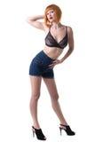 Donna sexy della testarossa che posa nello studio Fotografie Stock Libere da Diritti