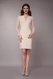 Donna sexy di affari di bellezza nell'ente esile perfetto del vestito da modo Fotografie Stock Libere da Diritti