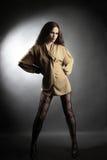 Donna sexy di modo in calze a rete Fotografie Stock