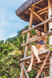 Donna sexy nelle vacanze estive alla spiaggia Immagini Stock