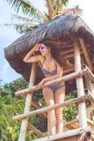 Donna sexy nelle vacanze estive alla spiaggia Fotografia Stock