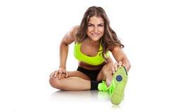 Donna sexy piacevole che fa allenamento, allungante (ritoccato) Fotografie Stock