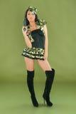 Donna sexy in vestiti dell'esercito Fotografia Stock Libera da Diritti
