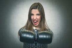 Donna sicura arrabbiata Moglie insoddisfatta cattiva Fotografia Stock Libera da Diritti