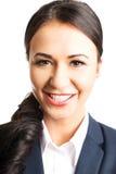 Donna sicura di affari che sorride alla macchina fotografica Immagine Stock