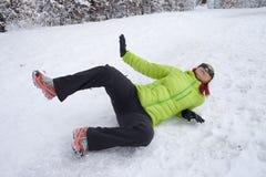 Donna slittata su una neve e su un ghiaccio Immagini Stock Libere da Diritti