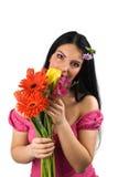 Donna sola con i fiori della sorgente Fotografie Stock