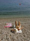 Donna sola sulla spiaggia Fotografie Stock Libere da Diritti