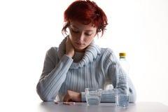 Donna sollecitata con le pillole Fotografia Stock Libera da Diritti