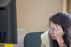 Donna sollecitata sul lavoro Immagine Stock
