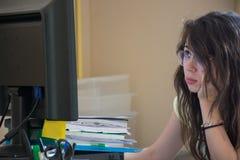 Donna sollecitata sul lavoro Fotografie Stock