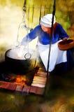 Donna sopra fuoco di accampamento Fotografia Stock