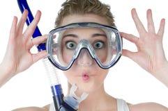 Donna sorpresa, mascherina dello scuba, presa d'aria, fronte divertente Fotografia Stock Libera da Diritti