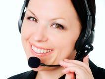 Donna sorridente che comunica dalla cuffia immagini stock