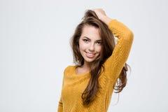 Donna sorridente che esamina macchina fotografica Fotografie Stock Libere da Diritti