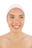 Donna sorridente che indossa una fascia Immagini Stock Libere da Diritti