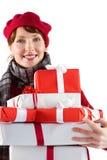 Donna sorridente che tiene i grandi presente Fotografie Stock Libere da Diritti