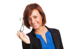 Donna sorridente che tiene i suoi occhiali Fotografia Stock Libera da Diritti