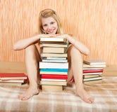 Donna sorridente con i libri Fotografie Stock