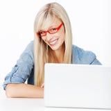 Donna sorridente con i vetri Immagini Stock