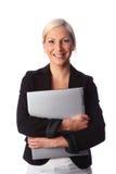 Donna sorridente con il computer portatile Immagine Stock