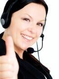 Donna sorridente con la cuffia che mostra s giusta Fotografie Stock Libere da Diritti