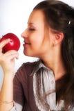 Donna sorridente con la mela rossa fotografie stock