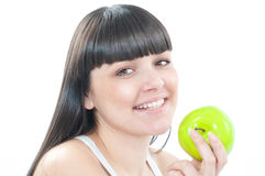 Donna sorridente con la mela verde Fotografie Stock Libere da Diritti