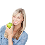 Donna sorridente con la mela verde Immagine Stock Libera da Diritti